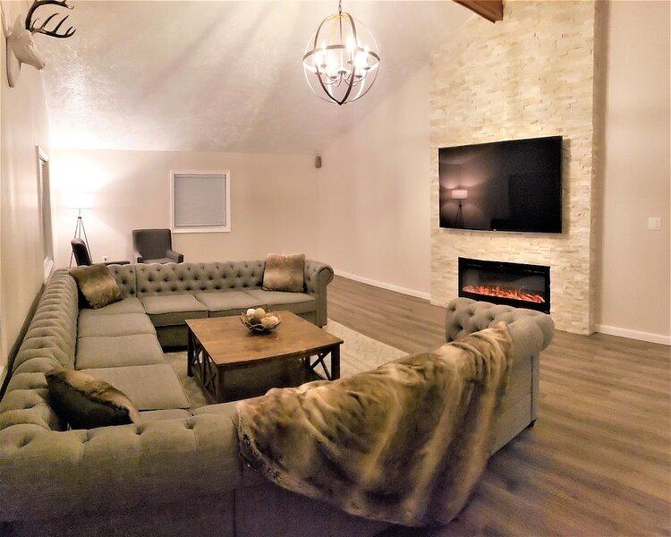 HUGE POOL & HOT TUB NEAR CAMELBACK,KALAHARI,MT AIRY CASINO, vacation rental in Pocono Summit