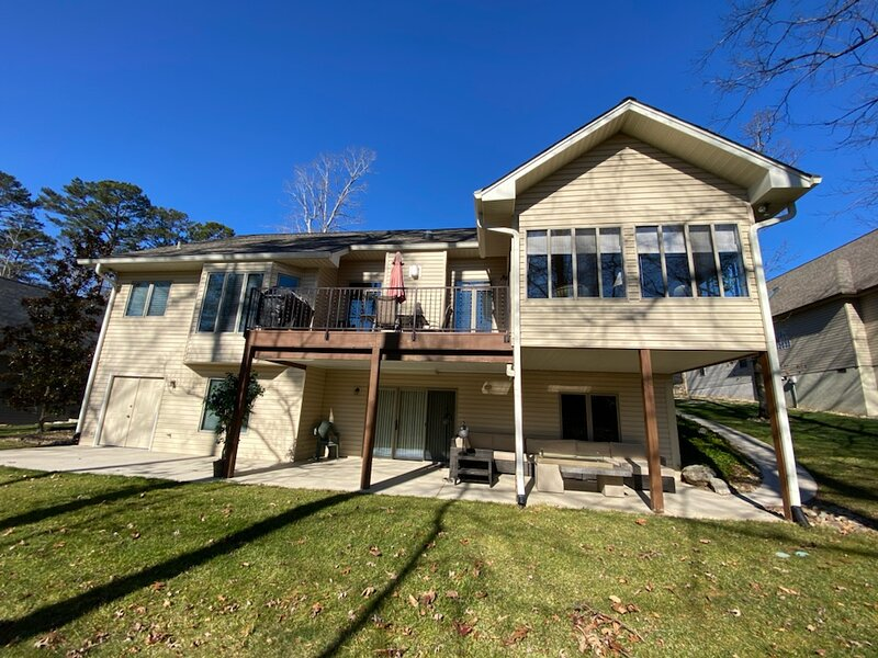 Ultimate Work- Stay- Play Retreat, holiday rental in Madisonville