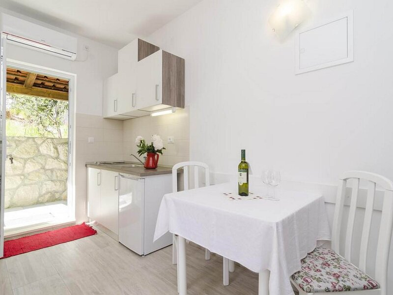 Apartments Matuško Mljet  - One Bedroom Apartment with Balcony and Sea View, vakantiewoning in Saplunara