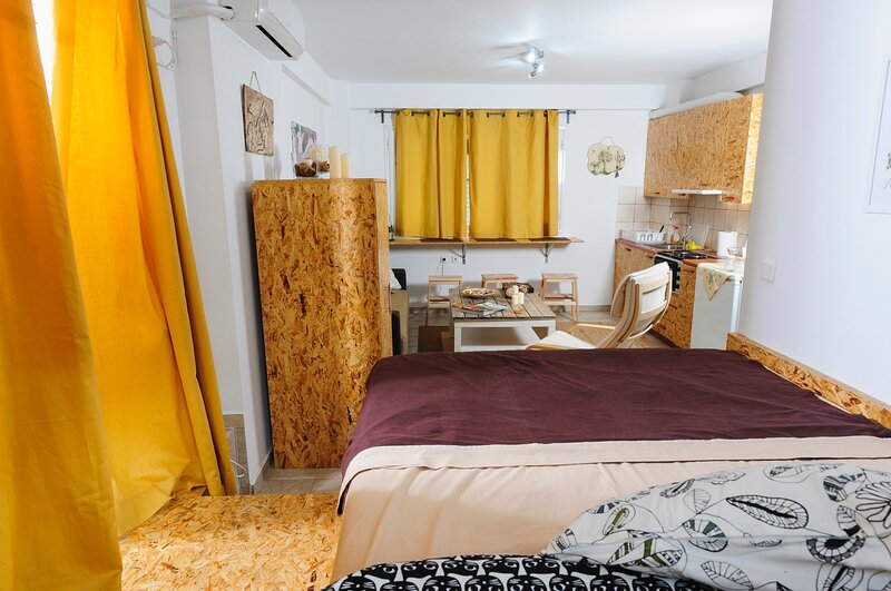 Downtown charming studio, holiday rental in Messini