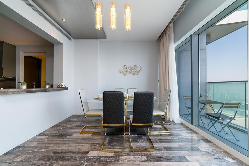 Luxurious 3-Bedroom FENDI Apartment in Marina, holiday rental in Ajman