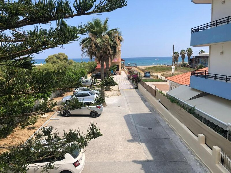 Cozy sea view studio apartment in Ammoudara, Crete, holiday rental in Skafidaras