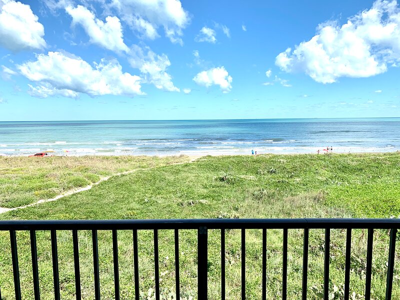 BEACHFRONT with Sea Views. Paradise with a large Balcony!Must See Pics!, holiday rental in South Padre Island