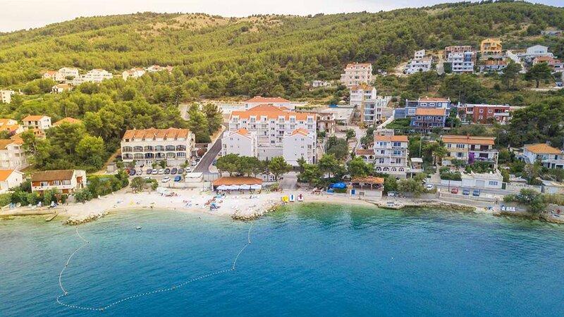 Charming beachside apartments Moreno I near Trogir - EOS CROATIA, alquiler de vacaciones en Arbanija