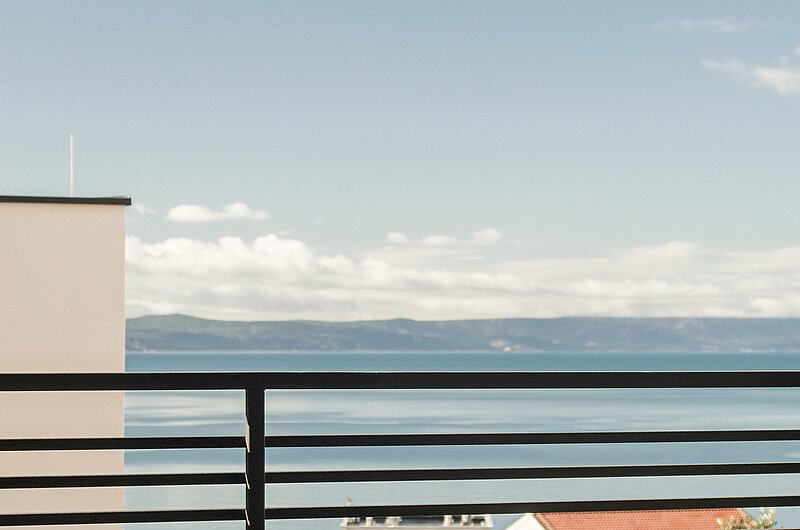 New contemporary apt with a pool and sea view III, location de vacances à Makarska
