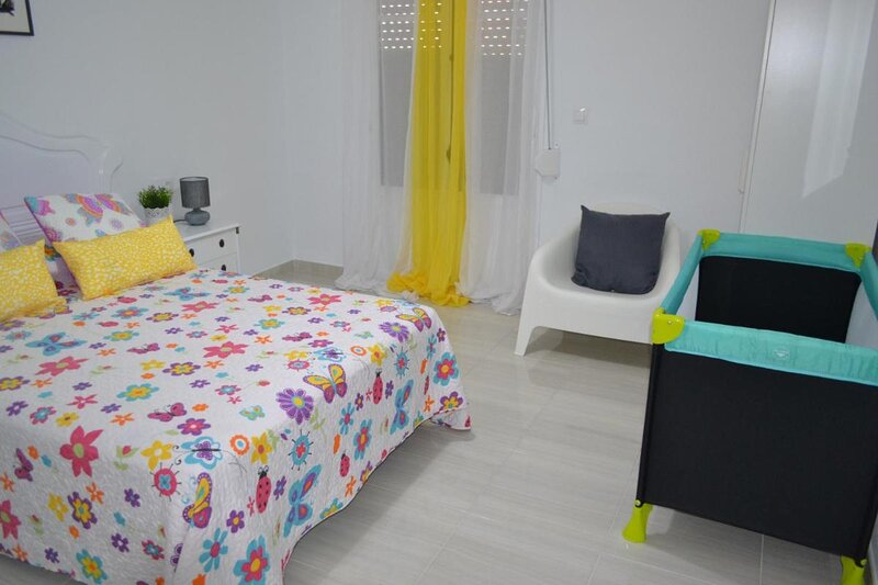 Large Superior 3 bedroom Apartment Two Bathroom 2 Balconies full Airconditioning, holiday rental in Pinoso