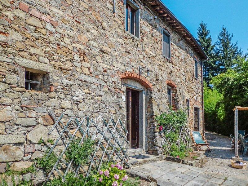 Podere Villa / Apt. Mezzo PCA100, holiday rental in Aramo