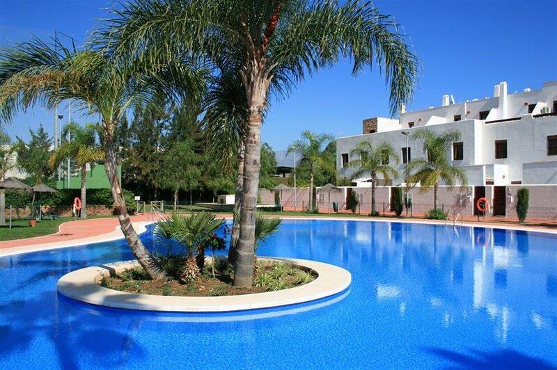 Lovely Apartment close to cozy La Cala town and beach!, alquiler de vacaciones en Mijas