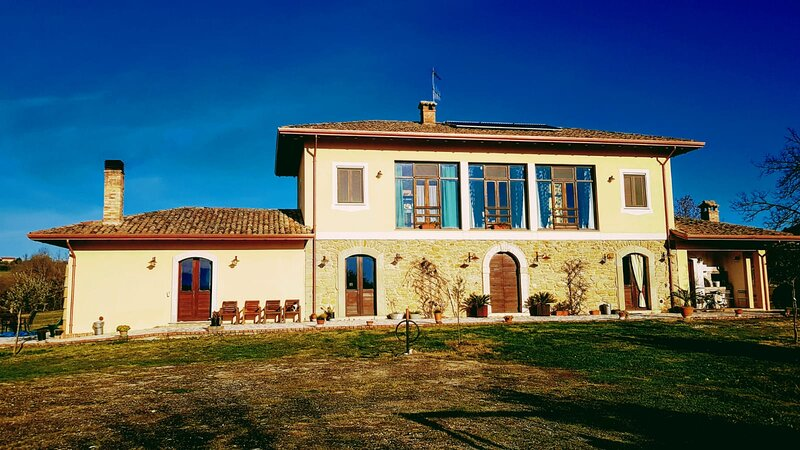 Casale Rosarossa Room 1, holiday rental in Colfelice