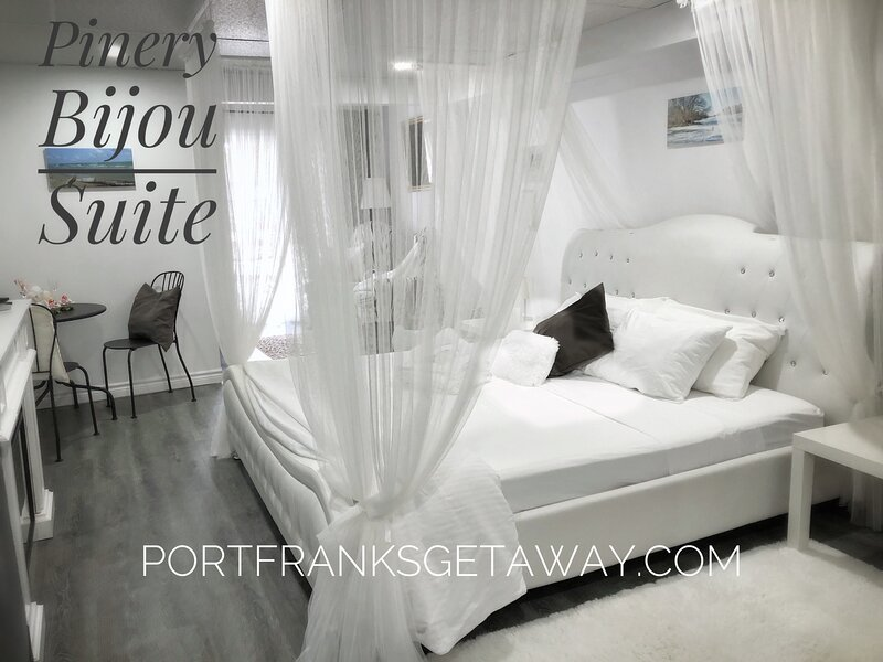 Pinery Bijou Suite | 5 minutes to beach | Port Franks | Hiking | Romantic, vacation rental in Ailsa Craig