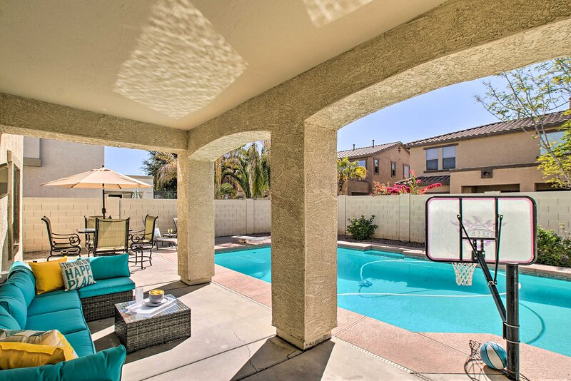 NEW! Spacious Desert Oasis w/ Pool & Game Room!, alquiler vacacional en Queen Creek