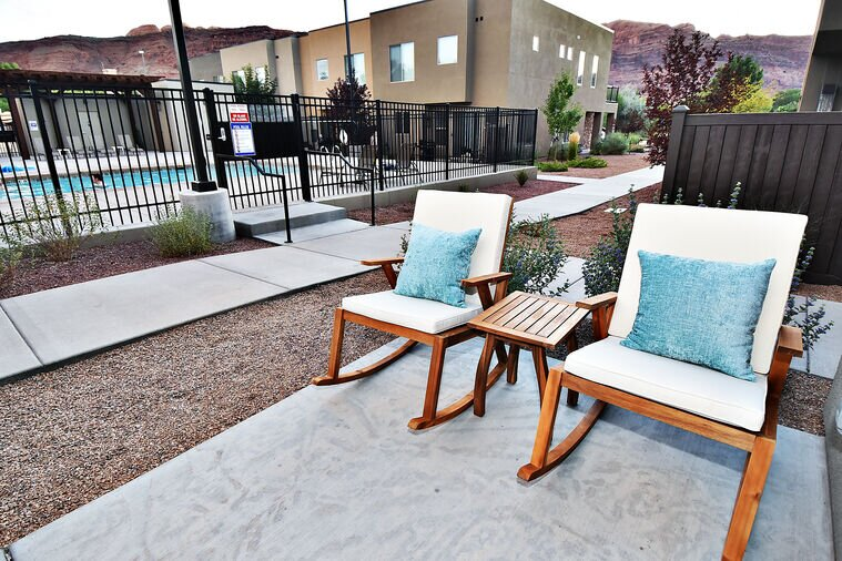 Sleeps 24   Pet Friendly    Free Bikes   Have a Blast at These Fun Poolside Home, holiday rental in Arches National Park