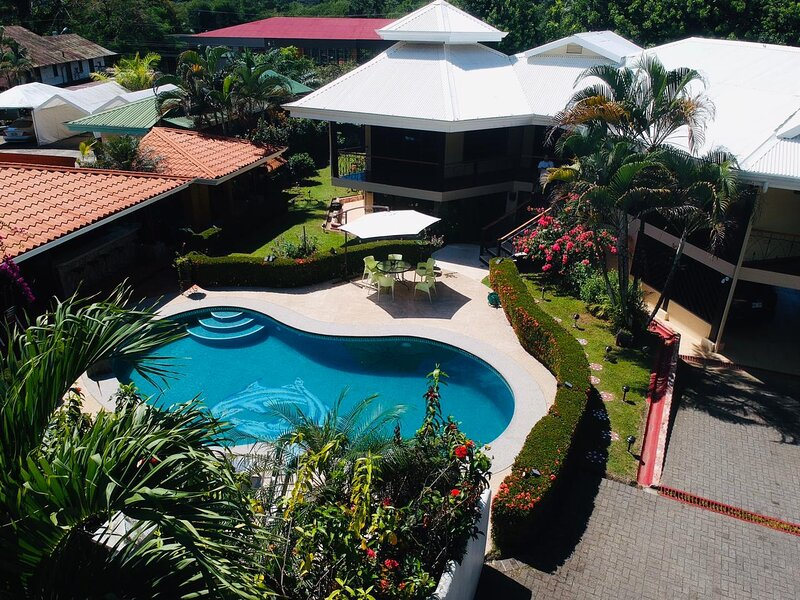 Beautiful first floor location with private pool!! Entire guest suite!!, Ferienwohnung in Playa Zancudo