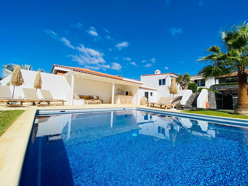 Charming Villa FREE WIFI, holiday rental in Barrio Los Menores