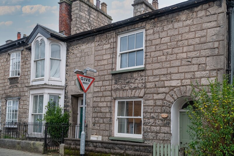 Toffeepot Cottage - Traditional terrace cottage, 5-minute walk from the town cen – semesterbostad i Kendal