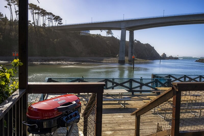Harbor Watch - World class views of the Pacific ocean and a short walk to the No, location de vacances à Fort Bragg