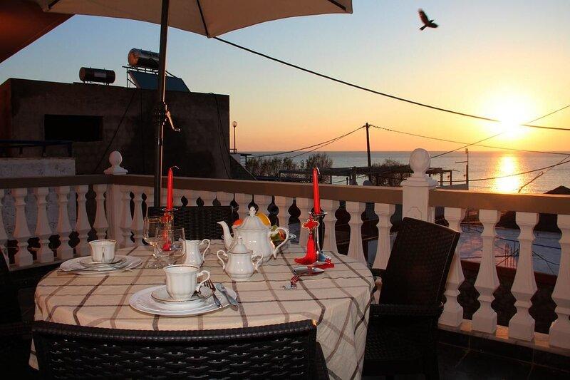 Nice apartment with sea view & Wifi, location de vacances à Stegna
