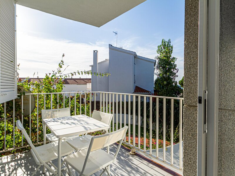 Apartment in front of the beach 40min BCN by train, vacation rental in Sant Pol de Mar