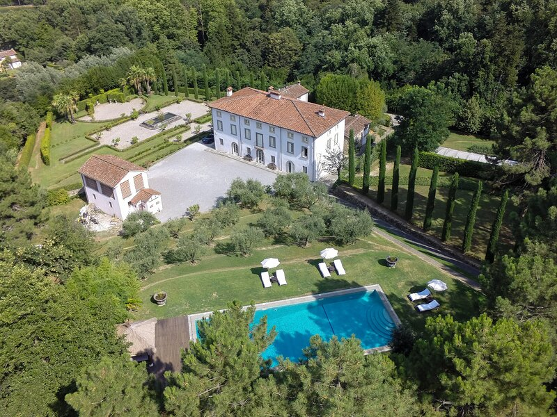 Colle di Compito Villa Sleeps 10 with Pool Air Con and WiFi - 5883233, holiday rental in San Ginese
