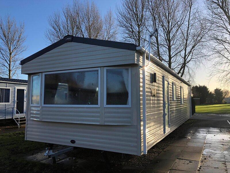 Lovely 6 berth caravan at Southview Holiday Park in Skegness ref 33070S – semesterbostad i Skegness