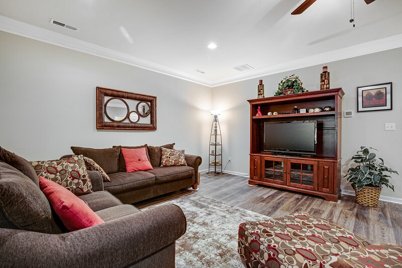 Millville by the Sea townhouse w/ gas grill, WiFi, and community pool, holiday rental in Millville