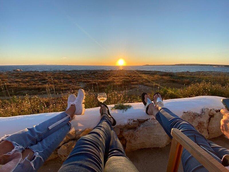 Villa Calma | Magnifica villa con vistas al mar y aire acondicionado en Menorca!, location de vacances à Cala Blanca