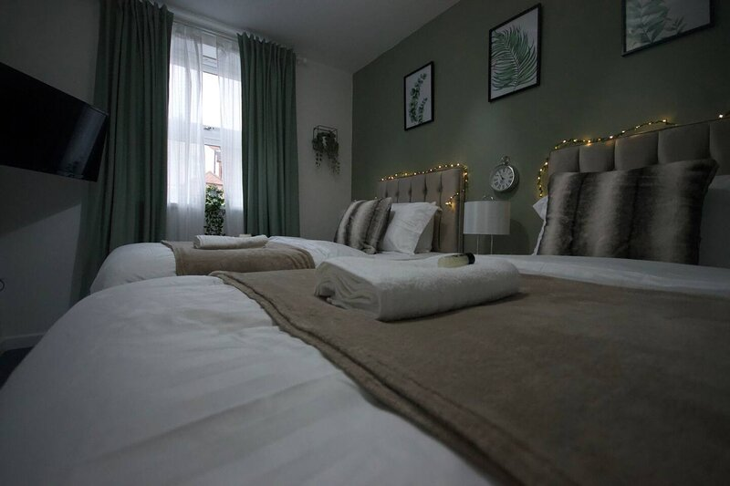 Apartment in Central Coventry - gated parking, holiday rental in Coventry