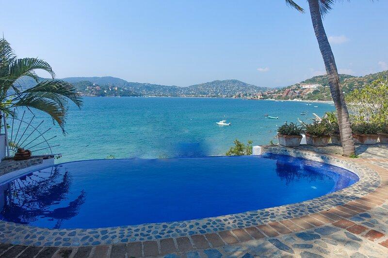 Romantic Villa on Zihuatanejo Bay *Seasonal Rates, holiday rental in Zihuatanejo