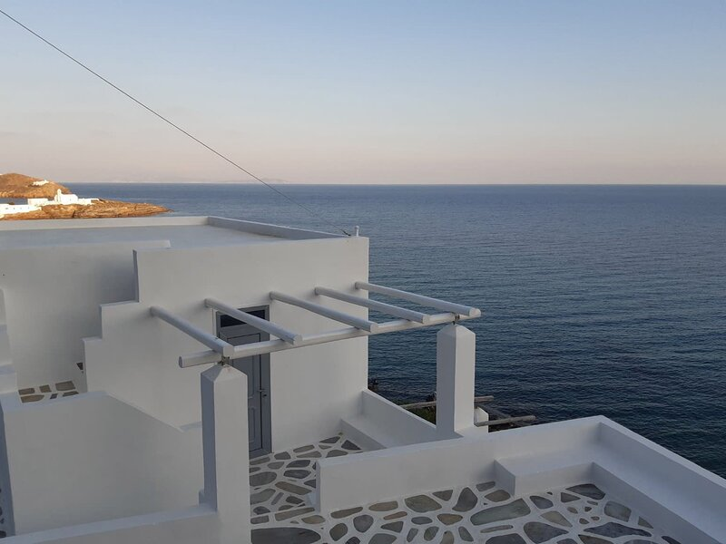 #HH03 SEAFRONT VILLA IN SAOURES, holiday rental in Chrisopigi