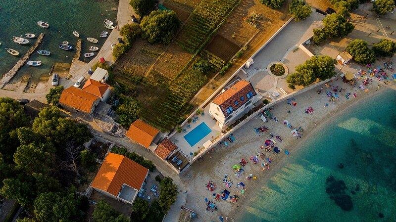 Luxury Beach Villa on Korcula Island, Ferienwohnung in Prizba