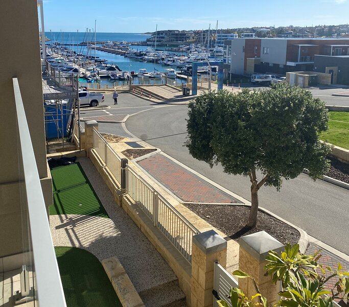 Marina Views 2 Storey Property, holiday rental in Carramar