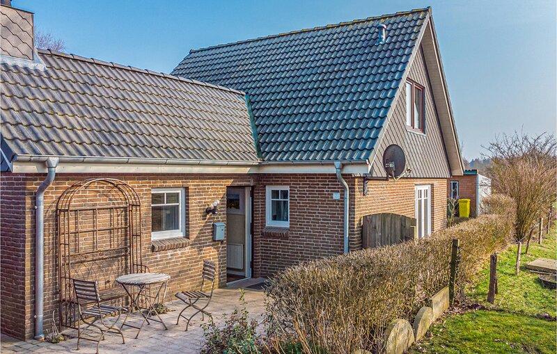 Amazing home in Langenhorn with 2 Bedrooms (DSH837), casa vacanza a Ockholm