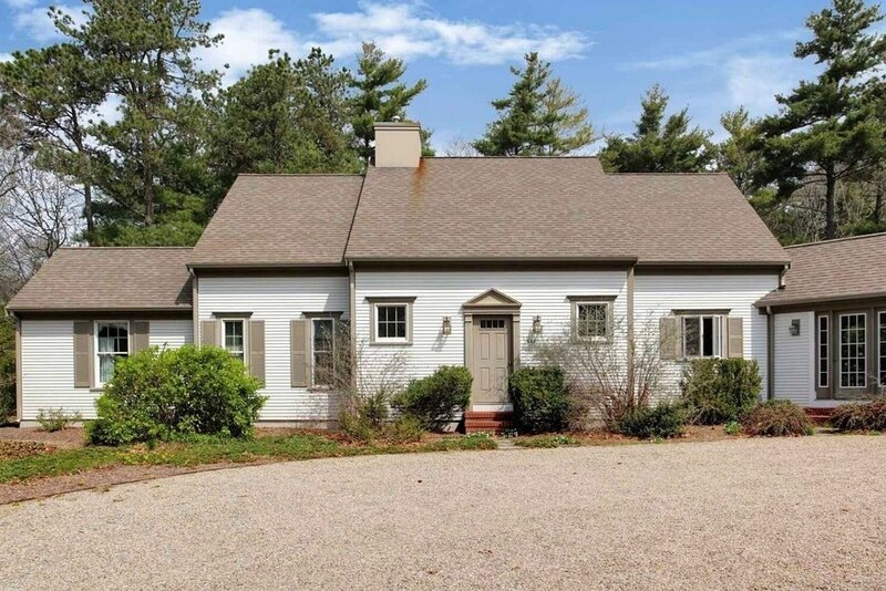 Unique & Serene! Traditional-Elegant Cape House Nearby Beaches & Ponds., holiday rental in Cotuit