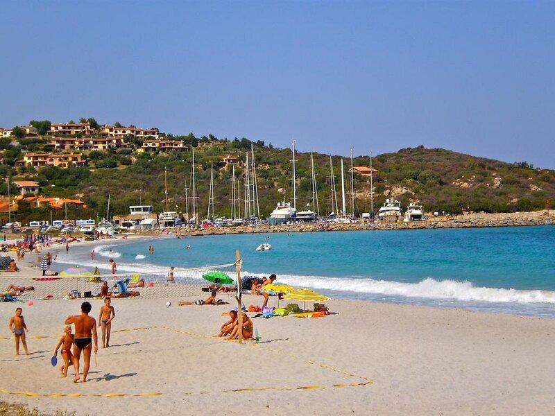 Porto Ottiolu a circa 350metri dalla spiaggia, holiday rental in Agrustos
