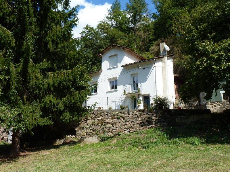 Gîte de la Croix de l'Aveyron, holiday rental in Montirat