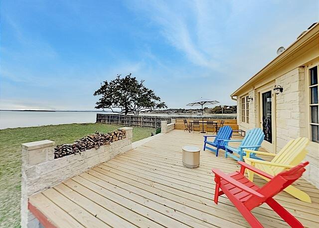 Lakefront Cottage | Fishing Poles & 3 Kayaks | Waterside Hammock & Firepit, holiday rental in Tow