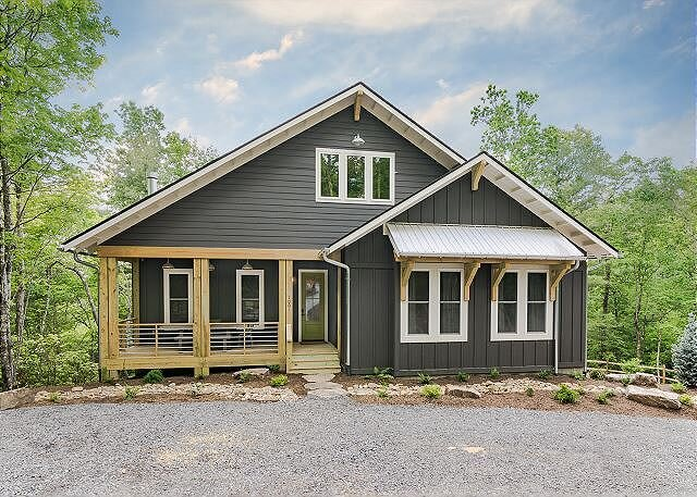 Exceptional Vacation Home Near Pisgah National Forest and Brevard, holiday rental in Pisgah Forest