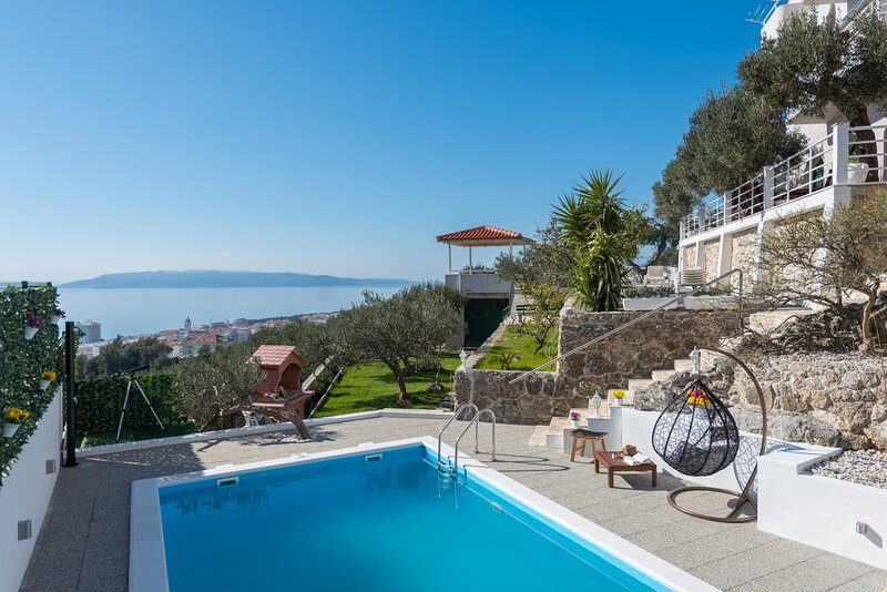Villa Petra Apartment  with private pool, alquiler de vacaciones en Makarska