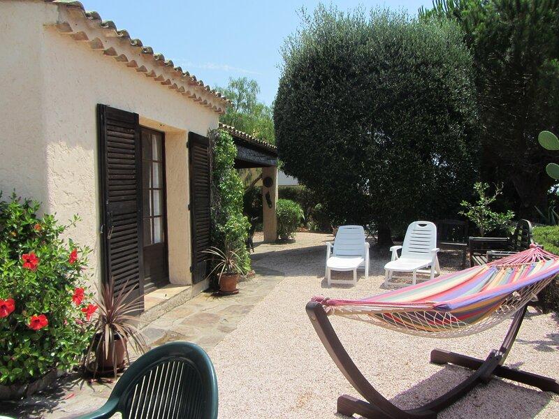 Villa Amandiere- tranquil, jardin enclos, animaux accepté, hottub (toute l'année, holiday rental in Cavalaire-Sur-Mer