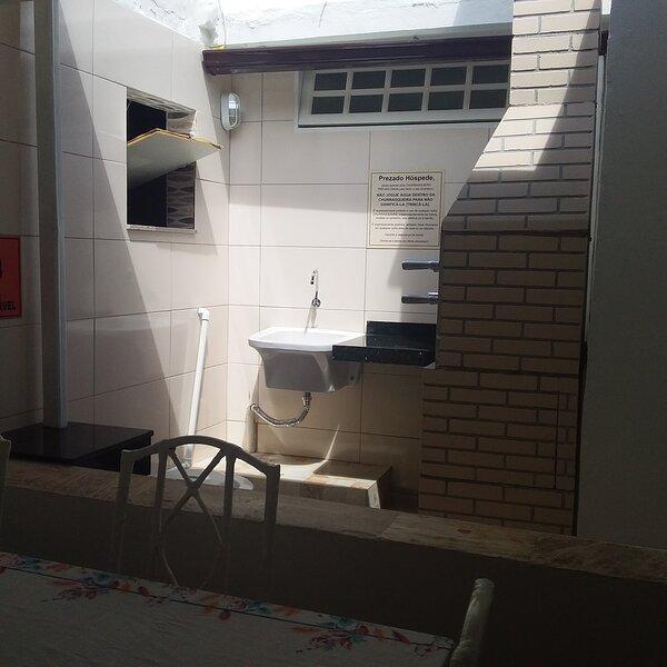 Excelente casa com garagem e 3 quartos Praia dos Anjos, holiday rental in Arraial do Cabo