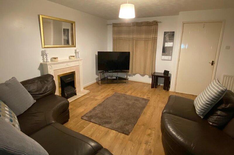 Open plan home with Conservatory, location de vacances à Audenshaw