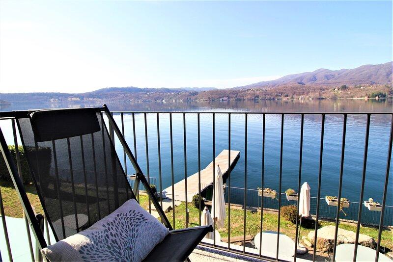 Appartamento sul lago con vista spettacolare e ingresso indipendente, Ferienwohnung in Ameno