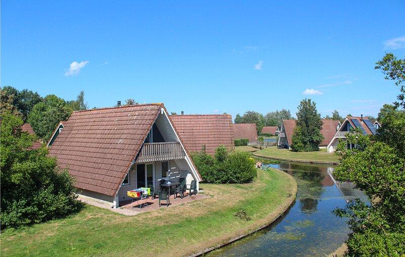 Amazing home in Gramsbergen with Indoor swimming pool, WiFi and 3 Bedrooms (HOV0, alquiler vacacional en Bergentheim