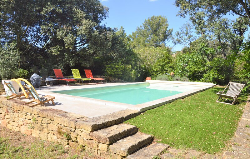 Nice home in Grans with Outdoor swimming pool, WiFi and 3 Bedrooms (FPB424), holiday rental in St Chamas