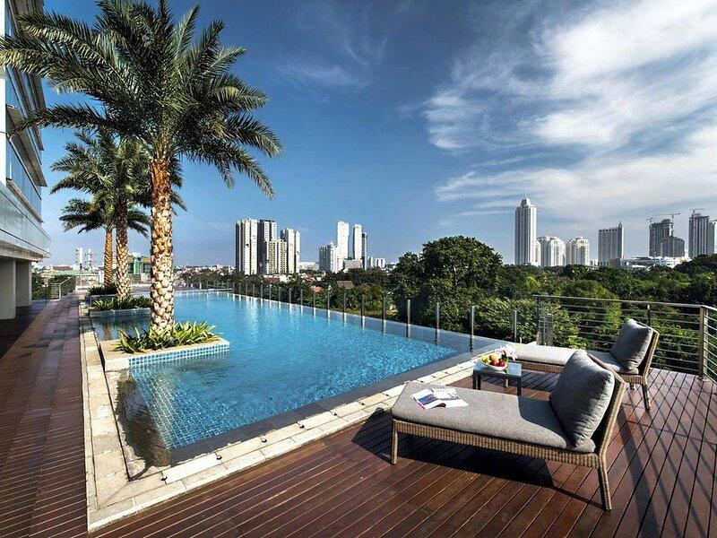 Two-bedroom Executive Serviced Apartment Oakwood Suites La Maison – semesterbostad i South Tangerang