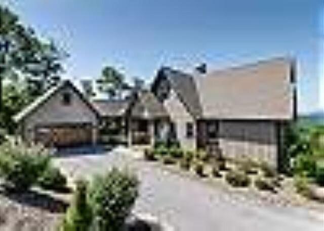Exceptional Vacation Home with 3 homes, Pisgah Forest Views, holiday rental in Pisgah Forest