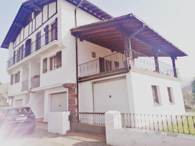 Villa con jardín etxalar, vacation rental in Almandoz
