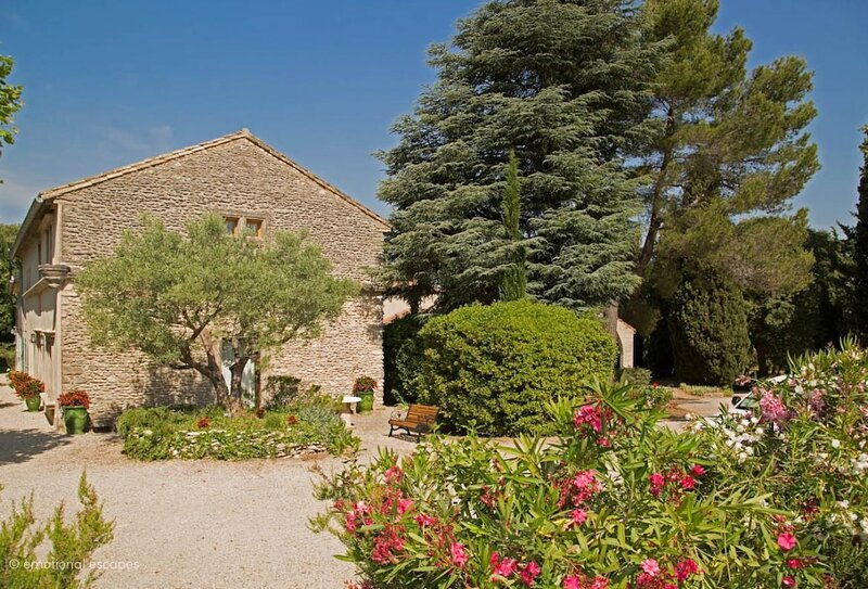 THE ESSENCE OF PROVENCE-A SPECTACULAR VACATION RENTAL IN ST REMY DE PROVENCE, casa vacanza a Mas-Blanc-des-Alpilles