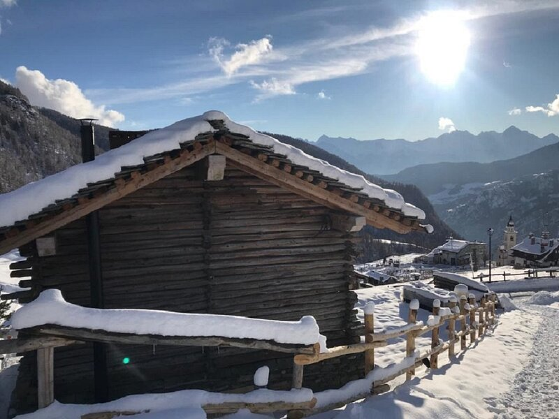 Cocoon Deluxe Luxury Chalet, holiday rental in Chamois