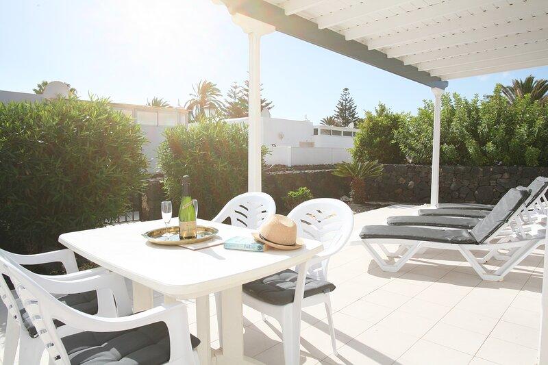 Villa Pennlee Now with Wi-Fi, alquiler de vacaciones en Puerto del Carmen